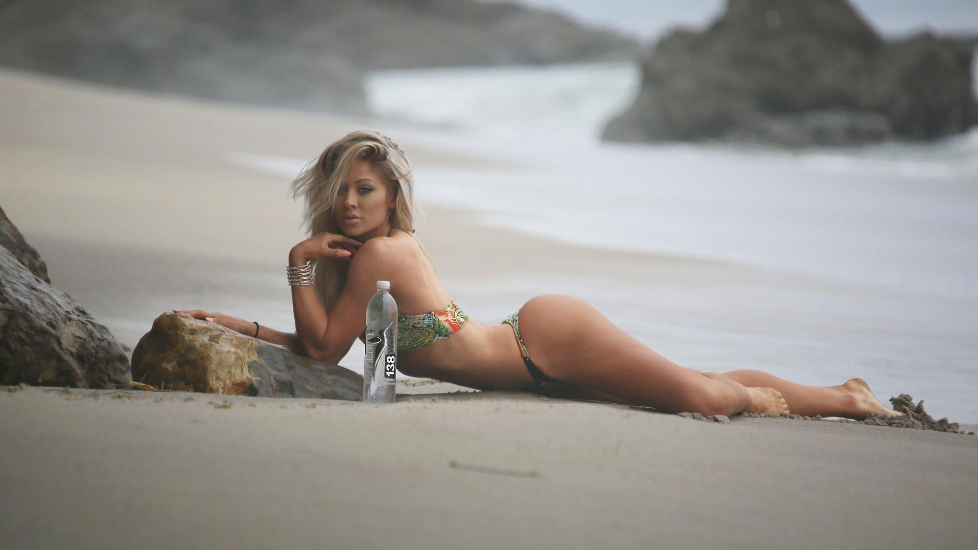 Alysia Kaempf Nude Photos 27