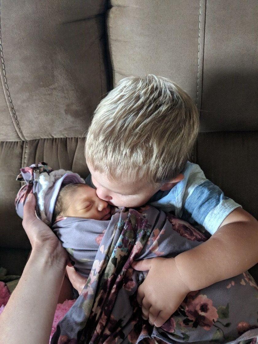 Lilah z bratem