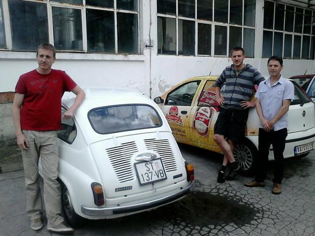 Toni Pavlović i Lovre Režić sa direktorom valjevske pivare Zoranom Božićem