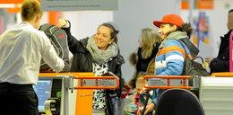Mariusz Kałamaga z ukochanymi kobietami na lotnisku