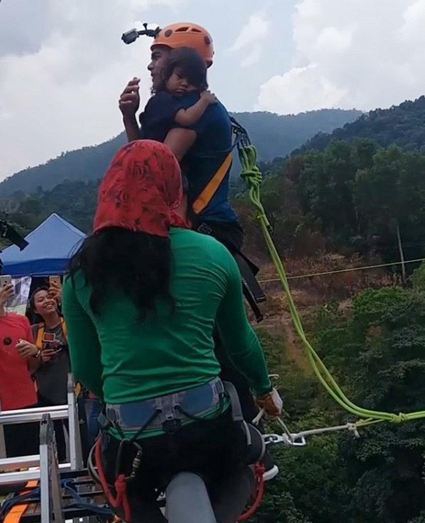 Malezja. Redha Rozlan ryzykował życie 2-letniej córki dla zabawy