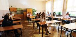 Gimnazjaliści piszą testy językowe