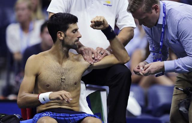 Novak Đoković je dva pita tražio masažu levog ramena