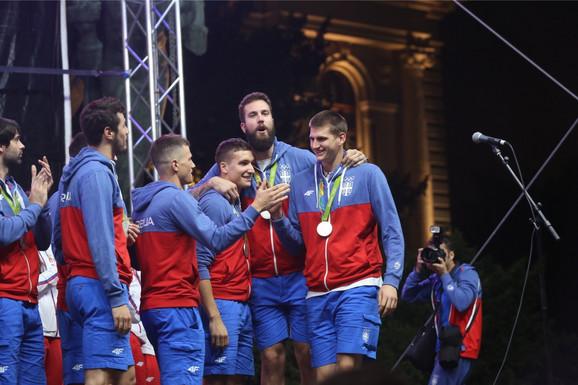 Detalj sa dočeka 2016. - Nikola Jokić sa srebrnom olimpijskom medaljom iz Rio de Žaneira