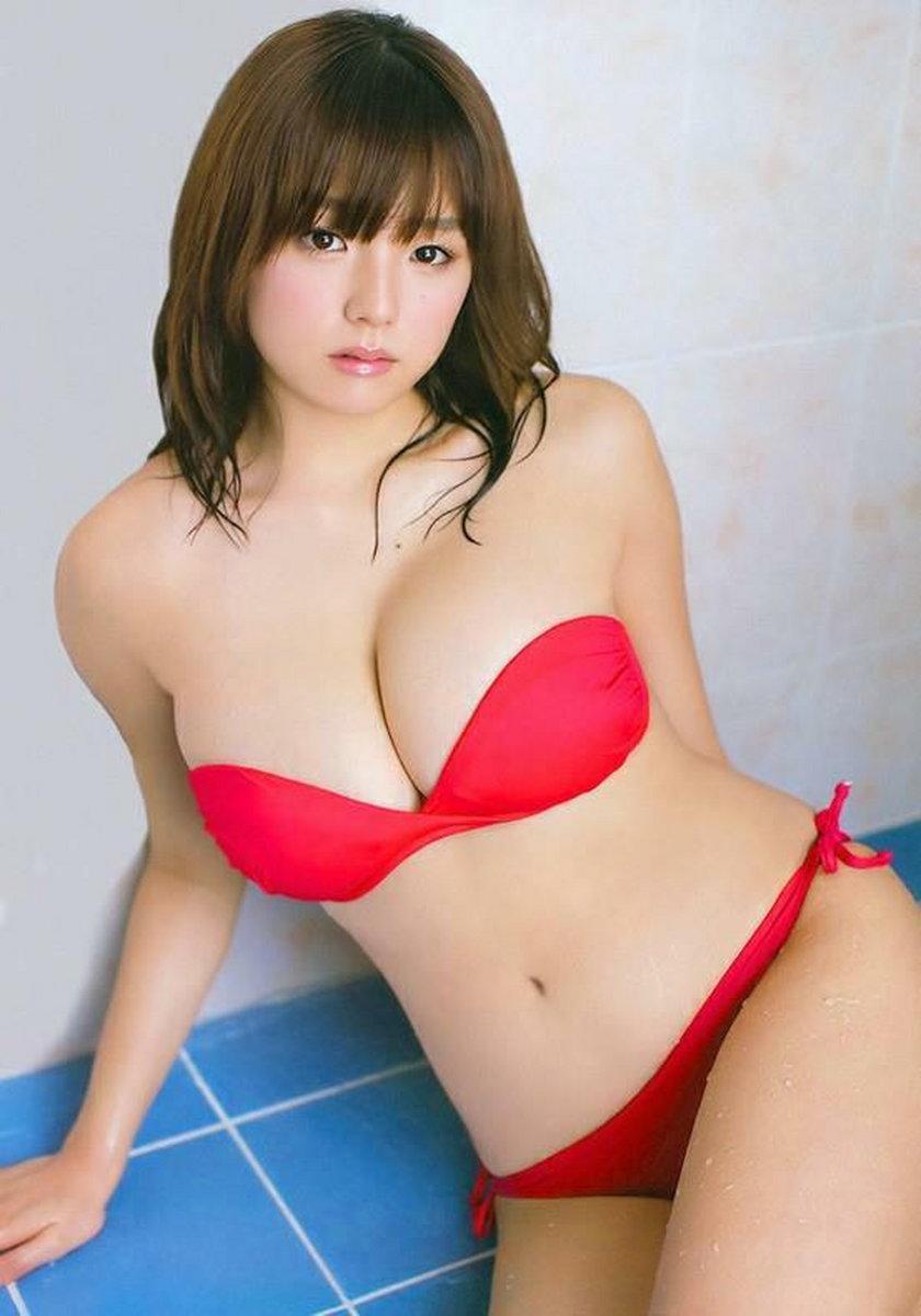 Ai Shinozaki - Japończycy zwariowali na jej punkcie