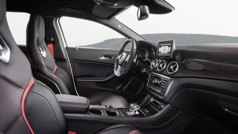 """Mercedes zdecydował! Model GLA 45 AMG będzie produkowany. """"Reakcje na premierę koncepcyjnego GLA 45 AMG podczas targów w Los Angeles tylko potwierdziły naszą decyzję o uruchomieniu produkcji nowego modelu AMG. Kompaktowe SUV-y to obecnie najszybciej rosnący segment na rynku, wprowadzenie GLA 45 AMG jest więc dla nas naturalnym posunięciem"""" - powiedział Tobias Moers, prezes zarządu Mercedes-AMG GmbH."""