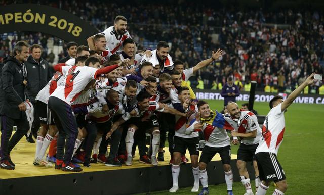 Slavlje fudbalera Rivera posle trijumfa