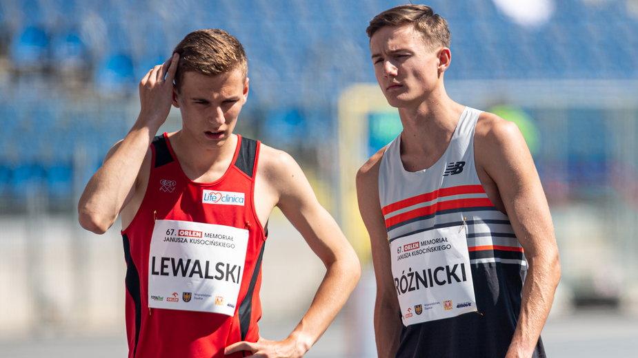 Kacper Lewalski (po lewej stronie) i Krzysztof Różnicki. Czy 18-latkowie zawojują sportowy świat?