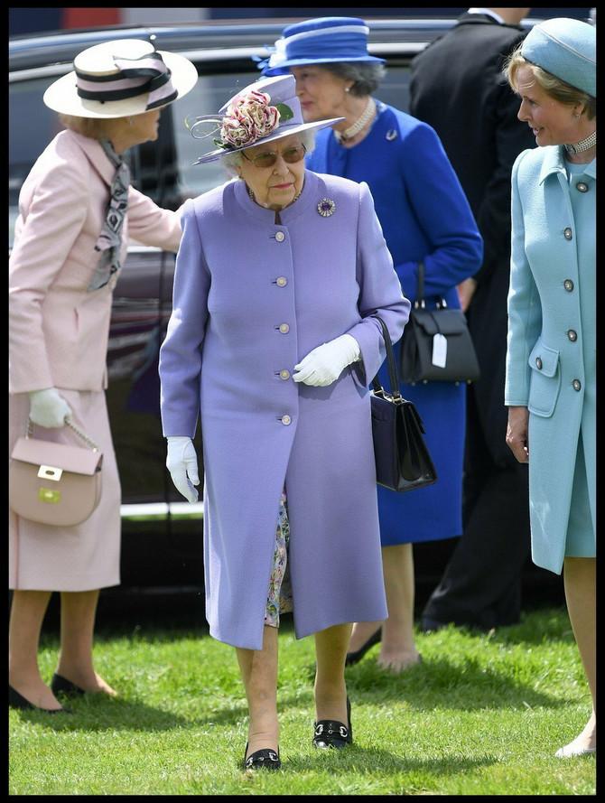 Kraljica Elizabeta II ovog puta nagradu je dodelila Ketrin