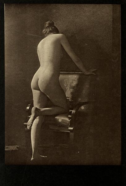 Takie pocztówki sprzedawane były w krakowskich Sukiennicach jeszcze w trakcie I wojny światowej.../mat. wydawnictwa Znak
