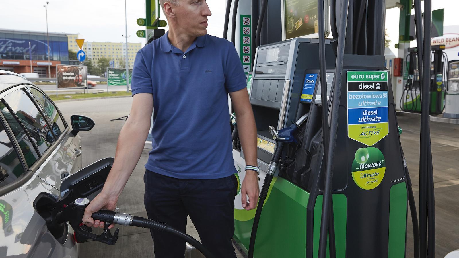 Nowe oznaczenia na stacjach paliw obowiązkowe od stycznia