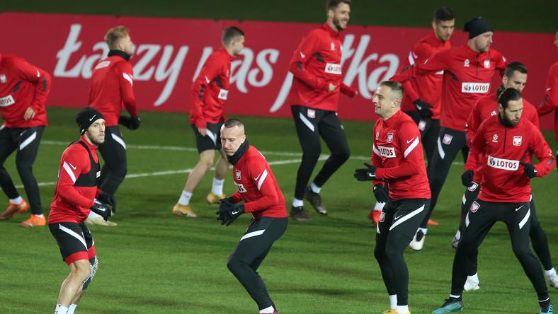 Piłkarze reprezentacji Polski (od lewej): Maciej Rybus, Jacek Góralski, Kamil Grosicki i Grzegorz Krychowiak, podczas treningu kadry w Chorzowie