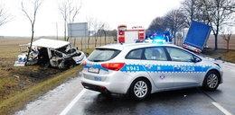 Czołowe zderzenia busa i ciężarówki. FOTO!