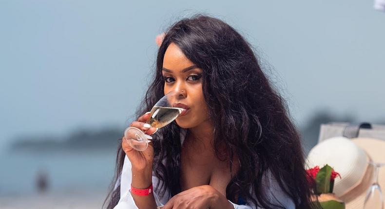 How Avril is unwinding at the Coast (Photos)