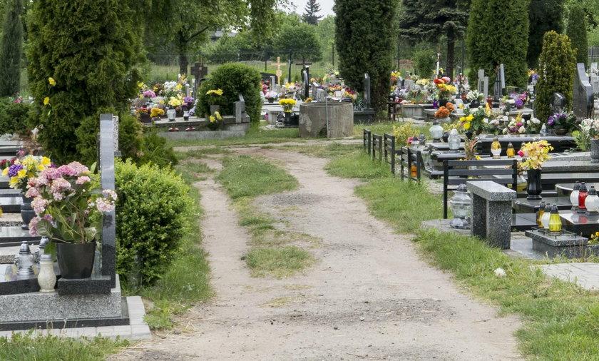 Przerażające odkrycie na cmentarzu we wsi Szyleny pod Braniewem