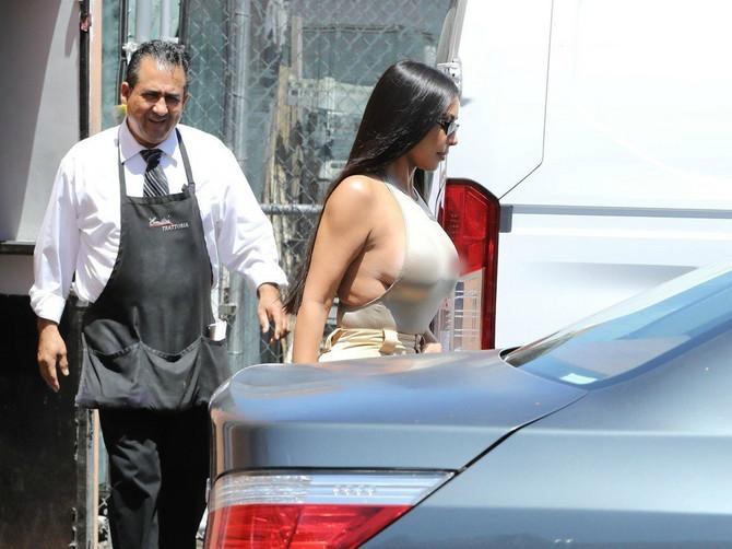 Ako mislite da ste nespremne za leto, samo pogledajte Kim: Kad vidite dokle doseže njen STEZNIK, obliće vas deset znojeva