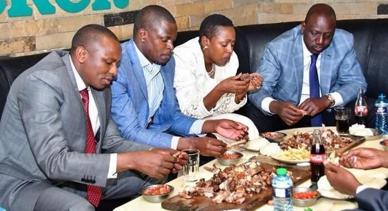 File image Ndindi Nyoro (Second Left) sharing a meal with Kimani Ichungwah (R) Sabina Chege and DP William Ruto