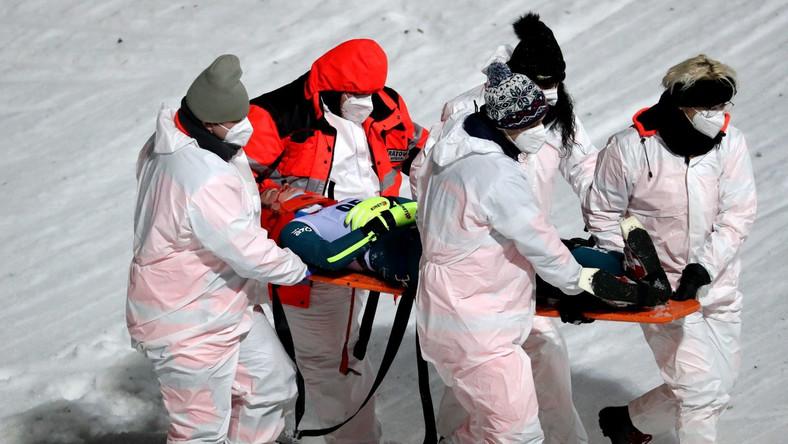 Służby medyczne transportują Kingę Rajdę