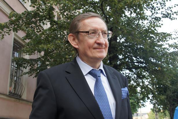 B. senator wraz z 10 innymi osobami został zatrzymany przez CBA we wtorek. Poznański wydział zamiejscowy PK poinformował w czwartek rano, że wnioskuje o tymczasowy areszt dla b. senatora, jego asystenta Jarosława Wardęgi, oraz biznesmena Krystiana S.