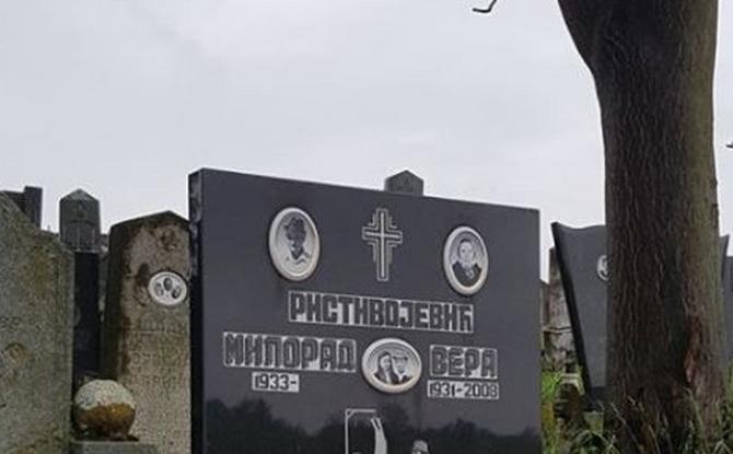 Ima čudnih spomenika po našim grobljima, ali ovaj je definitivno najbizarniji