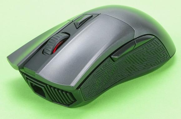 8d37bd340be193 Asus nie był zbyt oryginalny w projektowaniu kształtu myszy. Jest on  skopiowany z cenionego DeathAddera. Nie jest to jednak negatywne kopiowanie.