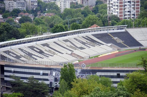 Prazne tribine stadiona