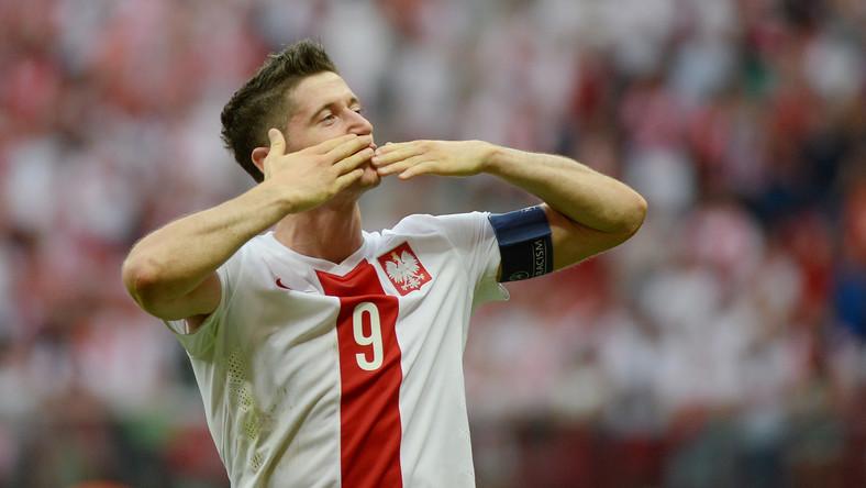 """Lewandowski w pierwszej połowie zmarnował dwie dogodne okazje do strzelenia gola. """"Po tych zmarnowanych sytuacjach można było się trochę podłamać, ale ja wiedziałem, że nie mogę tego zrobić"""" - powiedział o meczu kapitan naszej kadry."""