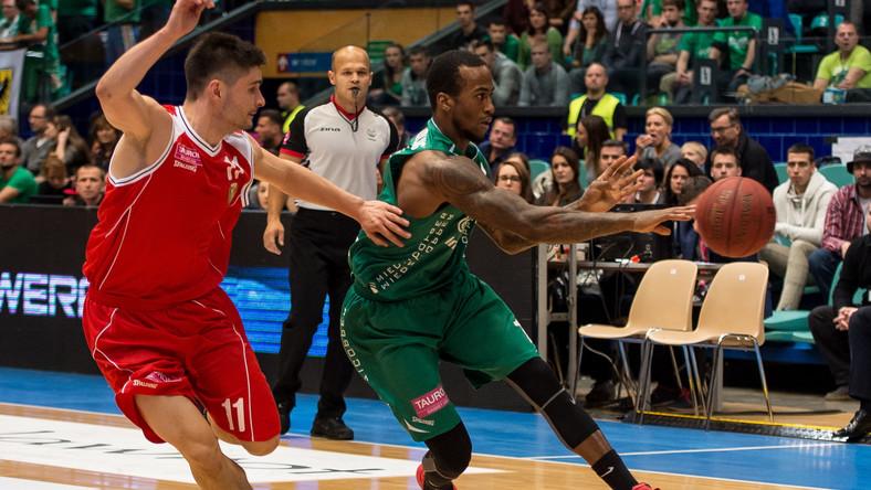 Norbert Kulon (L) ze Śląska Wrocław i Dee Bost (P) ze Stelmetu BC Zielona Góra w meczu Tauron Basket Ligi koszykarzy