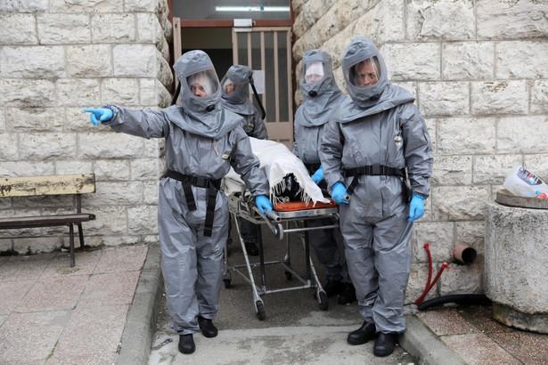 W Rosji w ciągu ostatniej doby odnotowano 954 przypadki zakażenia koronawirusem; liczba chorych w całym kraju sięgnęła 6343 - poinformował w poniedziałek sztab powołany do walki z epidemią. Na Moskwę przypada 591 - a więc ponad połowa - spośród nowych zakażeń.