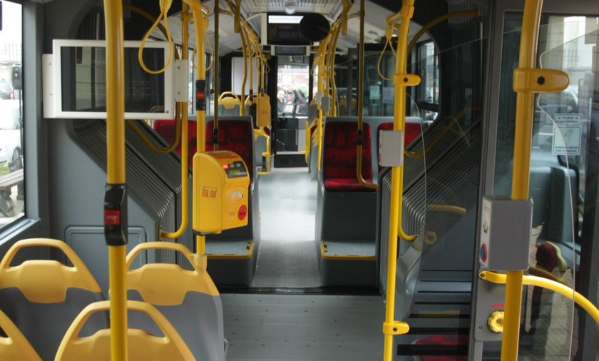 Kierowca wysikał się w autobusie. Stracił pracę