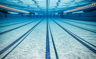 Od 12 lutego otwarte baseny, korty, stoki, zewnętrzne boiska, kasyna i hotele czynne z ograniczeniami