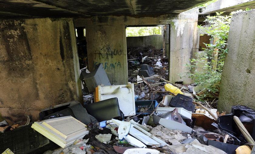 śmieci płaszów ruiny