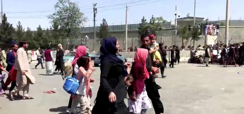 Talibowie znakują farbą drzwi  kobiet. Sporządzają listę dziewcząt, które rozdadzą swoim siepaczom
