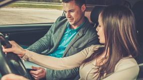 Dekolt na kierownicy, czyli kobieta na kursie prawa jazdy. Wczoraj i dziś