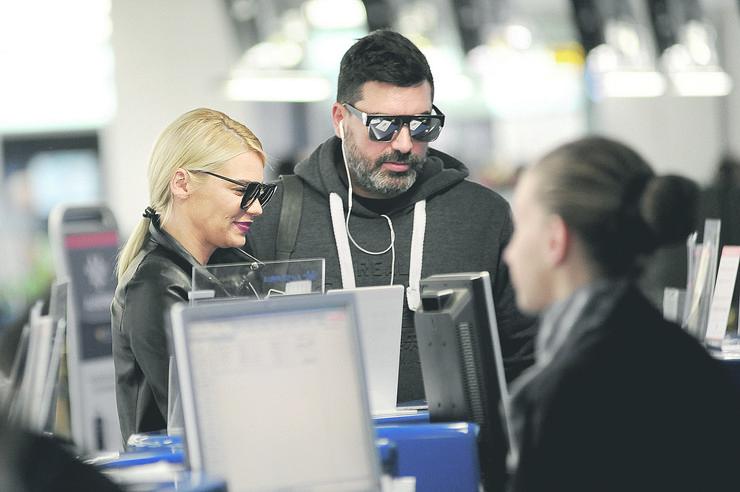 natasa bekvalac aerodrom paparaco_040517_RAS foto Milan Ilic11