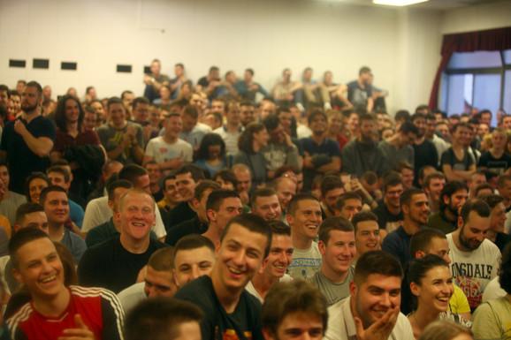 Ovacije mladih na svaku Petrovićevu ideju, osim one da ženu treba da traže u i Albaniji