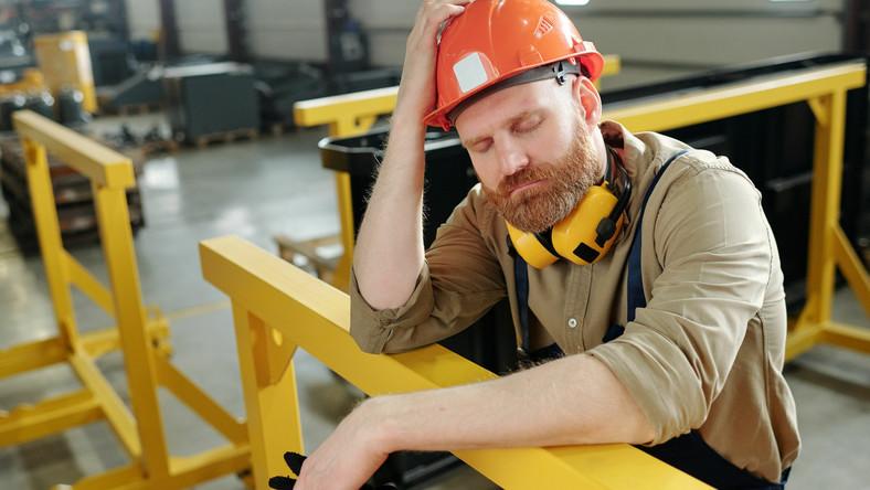 Zmęczony pracownik