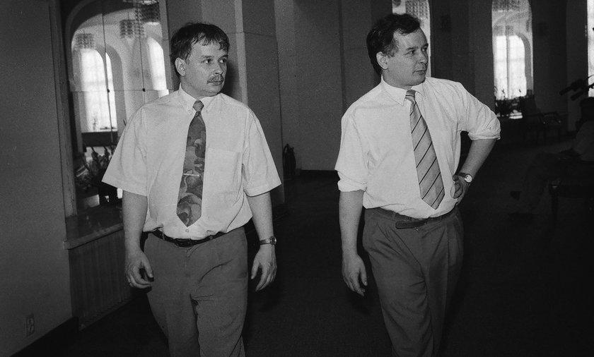 Dostawili Kaczyńskich do historycznej wystawy