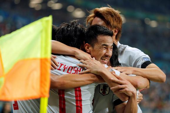Slavlje fudbalera Japana nakon pogotka Mijošija