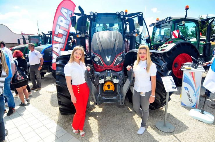 612073_novi-sad-60-najbrzi-traktor-ginisov-rekord-poljoprivredni-sajam-foto-robert-getelpreview