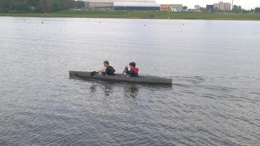 Zbudowali betonowy kajak. Pływa!