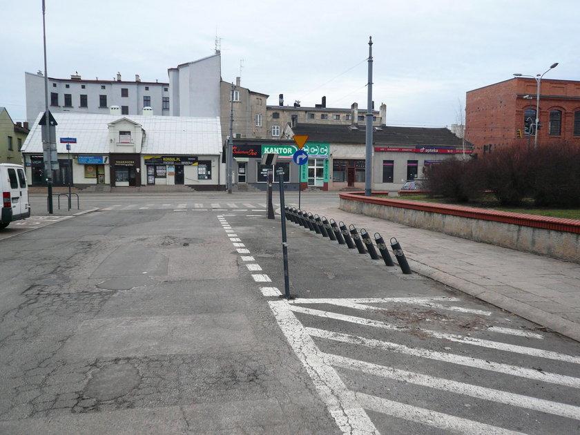 Znak drogowy na Placu Reymonta w Łodzi