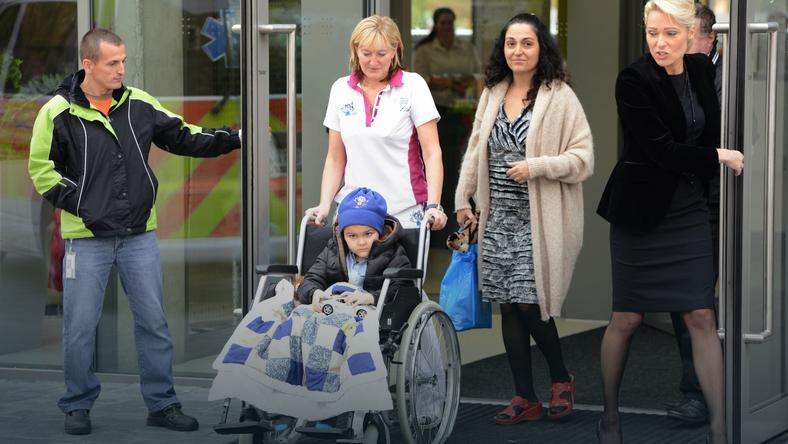 Chłopiec, którego rodzice porwali z brytyjskiego szpitala jest już zdrowy