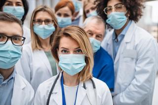 Pracodawcy apelują, by włączyć ich do negocjacji między protestującymi medykami a rządem
