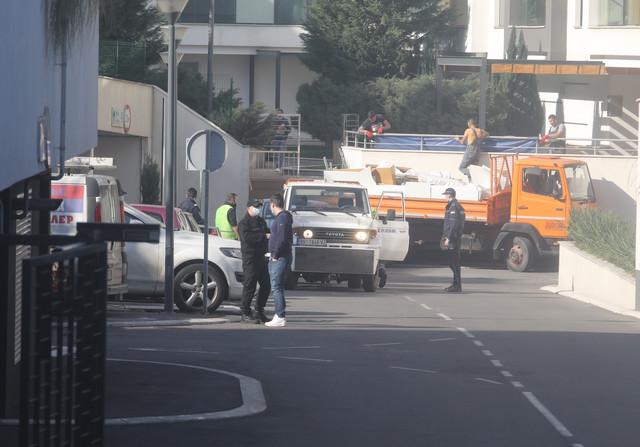 Policija iz luksuznog naselja odnela kola koja su bila u Šobićevoj garaži