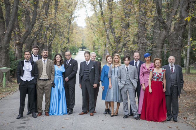 Marija sa Stanićem i Trifunovićem i ostalim članovima glumačke ekipe