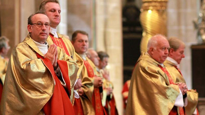 Biskup Wojciech Polak (pierwszy z lewej)