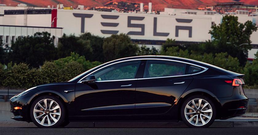 Pierwsza produkcyjna Tesla Model 3