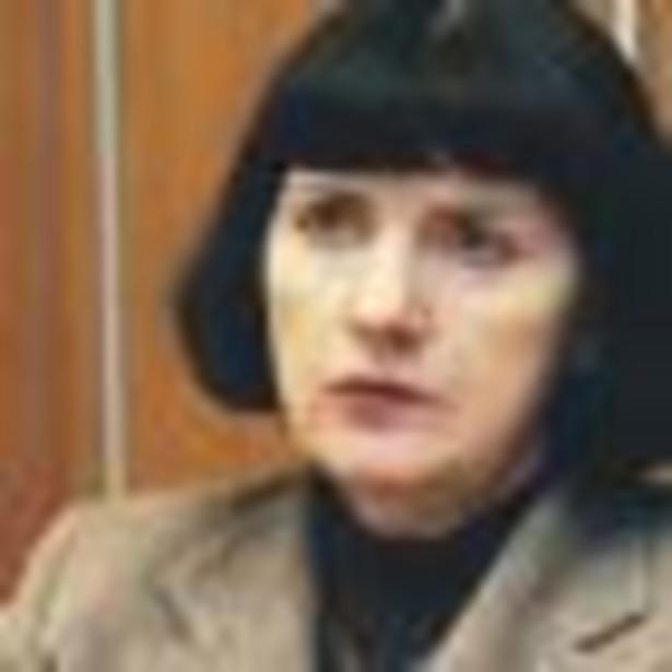 Stefania Kasprzyk, ukończyła Politechnikę Poznańską. Pracowała w Zachodnim Okręgu Energetycznym w Poznaniu, od 1996 roku w Krajowej Dyspozycji Mocy. Od lipca 2004 r. była wiceprezesem PSE - Operator, a od marca 2005 r. prezesem zarządu