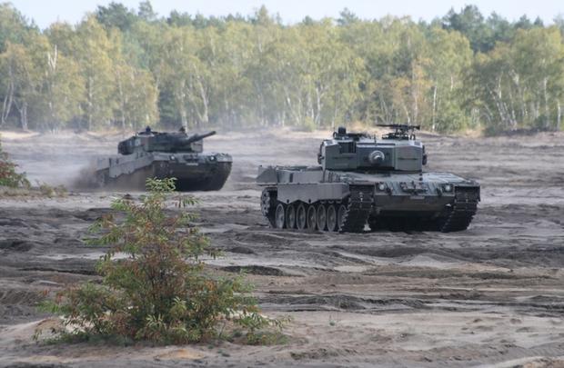 Antoni Macierewicz mówił o możliwości zakupienia kolejnych 50 sztuk Leopardów 2A4 od armii hiszpańskiej